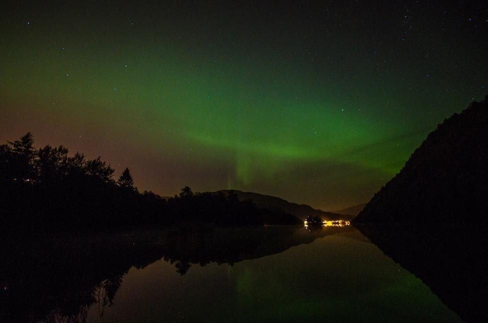 – Himmelen i kveld var fabelaktig, sier Endre Knudsen til BA. Han tok disse bildene ved Grimevannet onsdag.