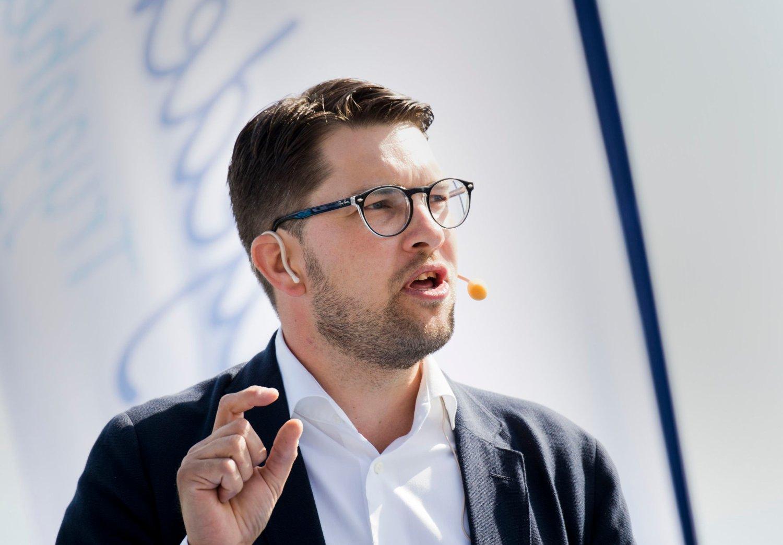Jimmie Åkesson leder nå det som er Sveriges største parti etter at SD har økt oppslutningen med 3,1 prosentpoeng til 26,5 prosent på Sentios meningsmåling.