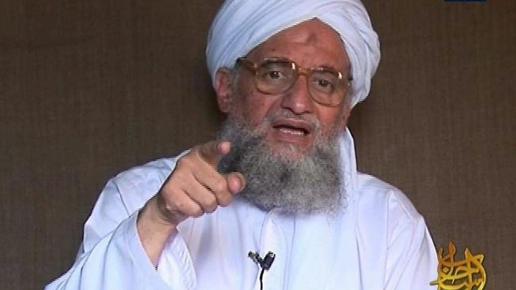 Al-Qaida-lederen Ayman al-Zawahiri (bildet) har lite til overs for IS-leder Abu Bakr al-Baghdadi og har erklært krig mot den barbariske gruppen.