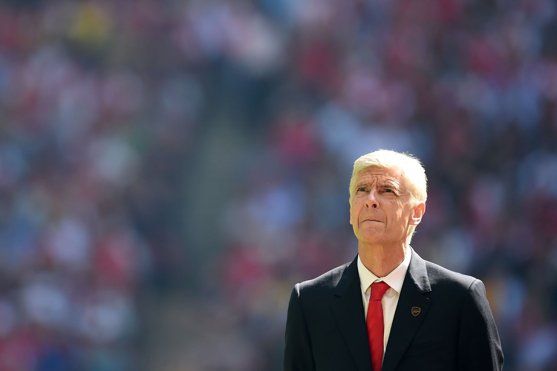 TENKER PÅ EGET LAG: Arsenal-manager Arsène Wenger bryr seg ikke om den svake statistikk mot byrivalen. Her avbildet før lagens duell i Community Shield på Wembley i sommer.