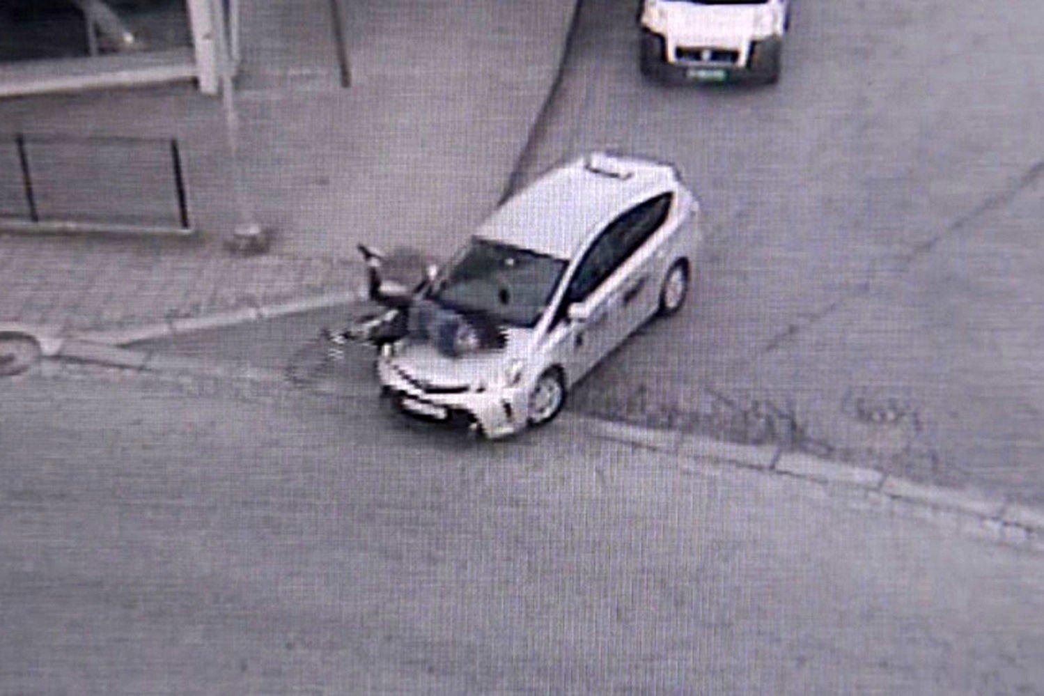 SMÅ MARGINER: - Det er så små marginer. Hadde det kommet en bil i mot, eller om syklisten hadde landet annerledes, kunne det gått mye verre, sier politiet.
