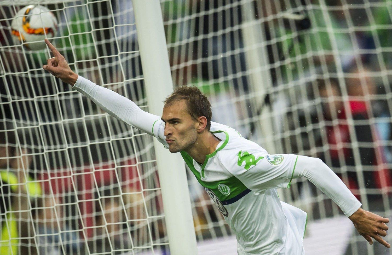 TO SCORINGER: Til tross for at Bas Dost scoret begge målene som innbytter Mot Hertha, fikk Wolfsburg-spissen har kritikk av sin egen trener.