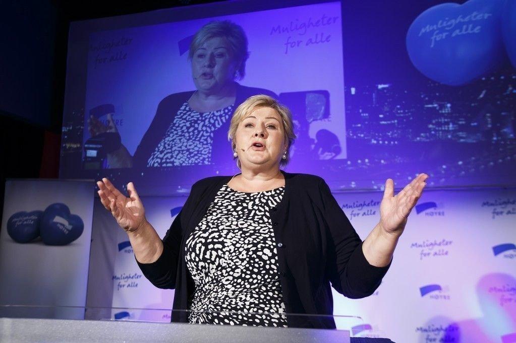 Statsminister Erna Solberg bør senke skatten på inntekt allerede i årets statsbudsjett. Samtidig kan man kutte i rentefradraget på lån.