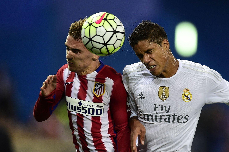 OPP MED ØYNENE, FOLKENS! Den franske duoen Antoine Griezmann (til venstre) og Raphaël Varane spiller i hver sin store klubb i Madrid. En av dem kan havne i Arsenal før EM sparkes i gang neste sommer.