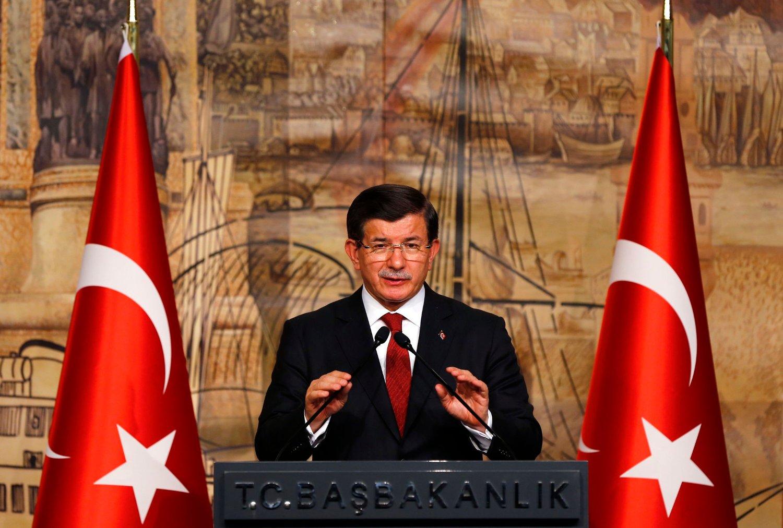 NØDVENDIG: Tyrkias statsminister Ahmet Davutoglu mener det må en løsning til i Syria for at flyktningkrisen kan løses. Foto: Murad Sezer / Reuters / NTB scanpix