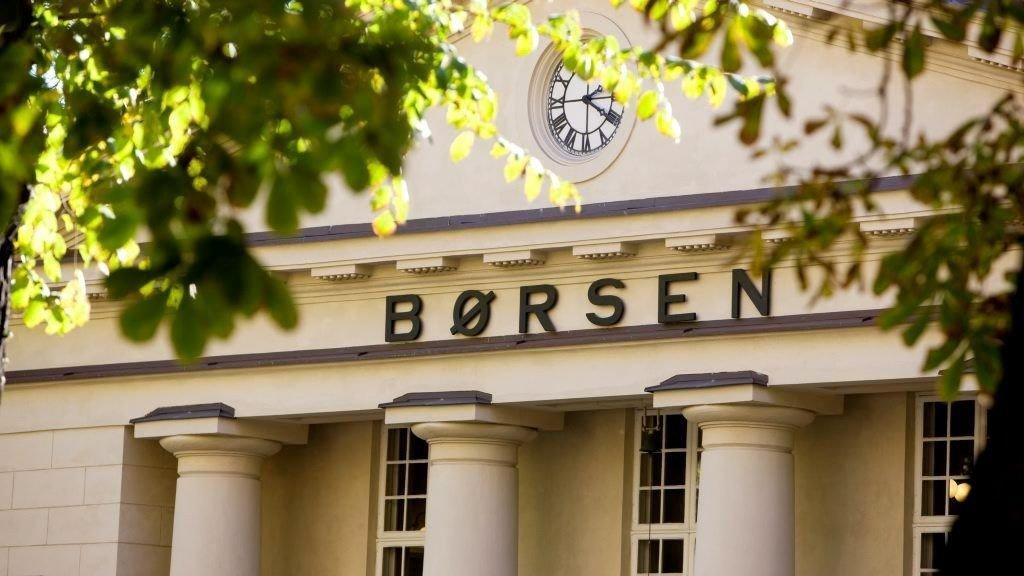 Sevan Drilling faller kraftig på Oslo Børs mandag etter at det fredag ble kjent at selskapet er korrupsjonssiktet.