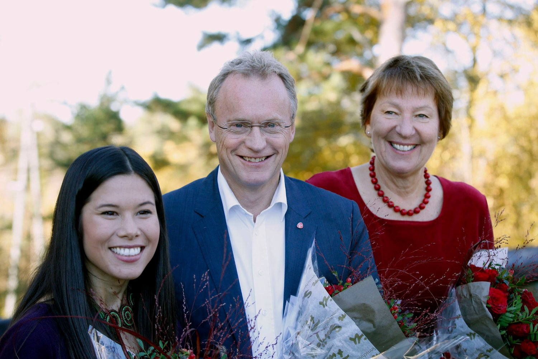 Byrådserklæringen i Oslo legges fram på Østmarkssetra. Lan Marie Nguyen Berg (MDG), Raymond Johansen (Ap) og Lan Marie Nguyen Berg .