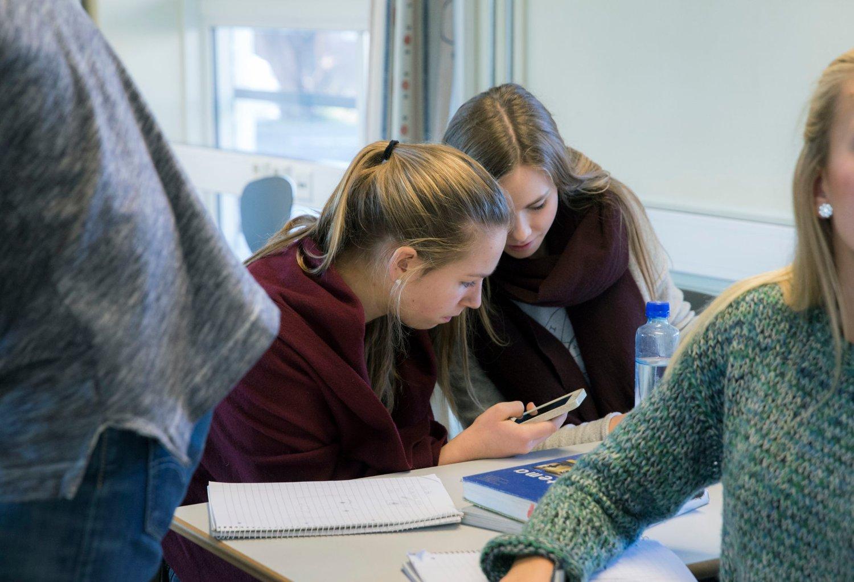 HVER ENKELT SKOLE kan selv bestemme sine regler for mobilbruk blant elevene.