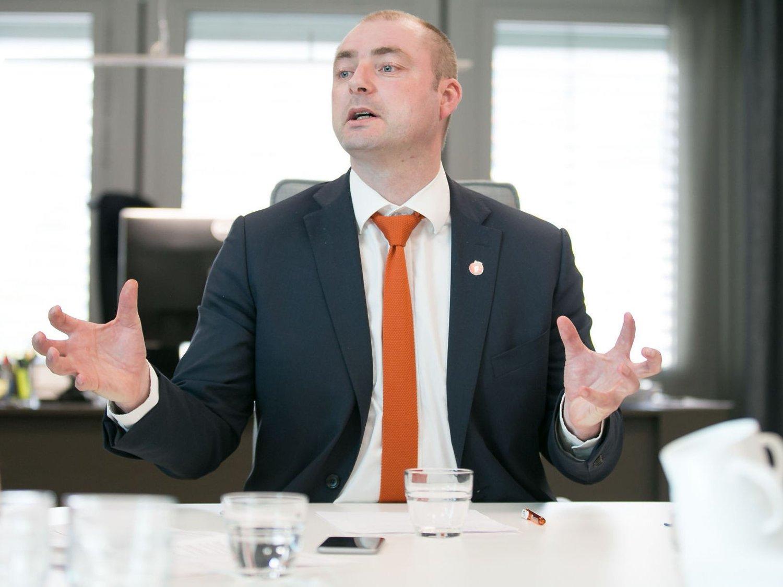 SANGFUL: En tidligere kollega ville høre arbeidsminister Robert Eriksson synge D.D.E, det rakk hun ikke.