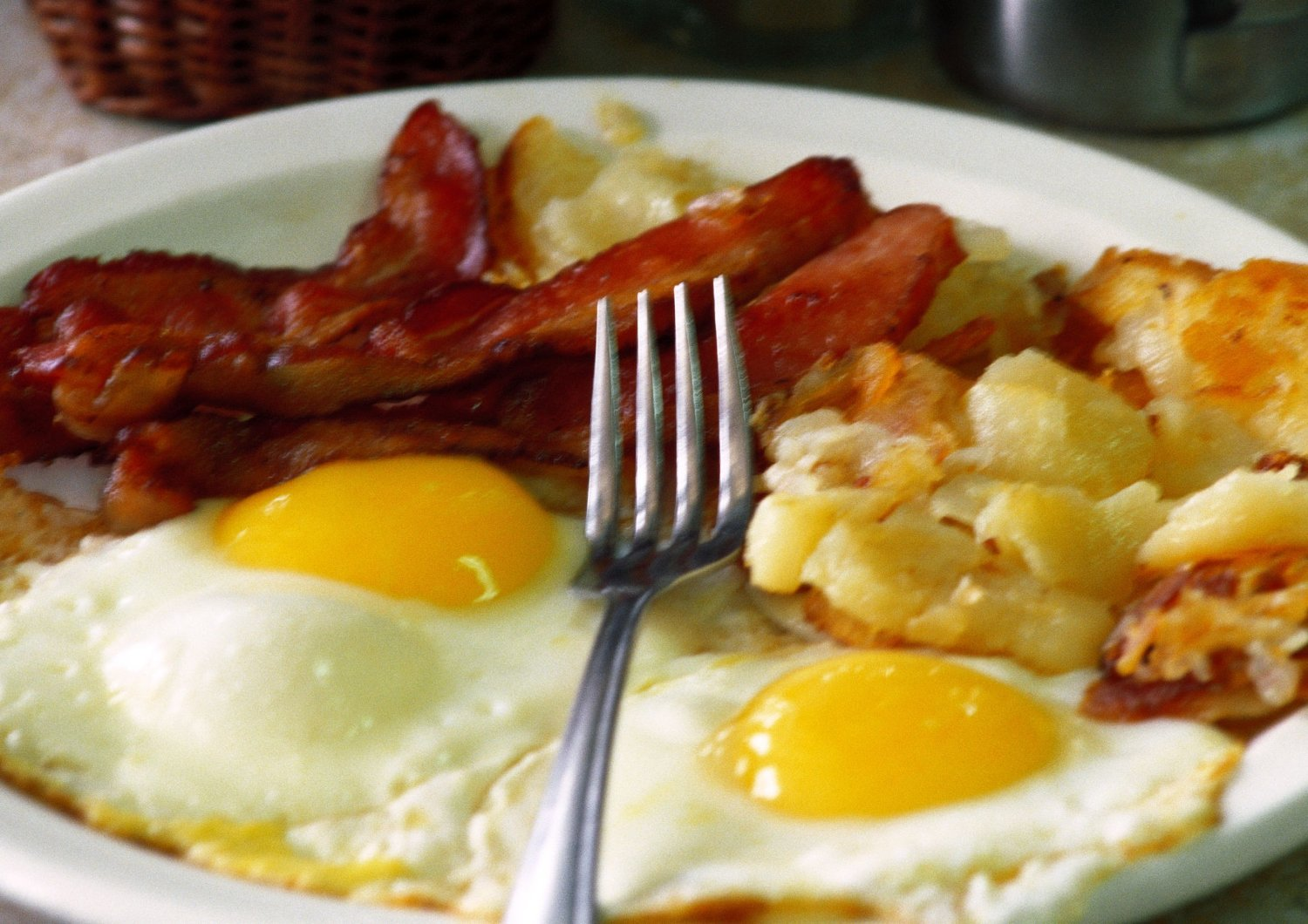 ©John Dowland/AltoPress/Maxppp ; Fried eggs, bacon and hash browns