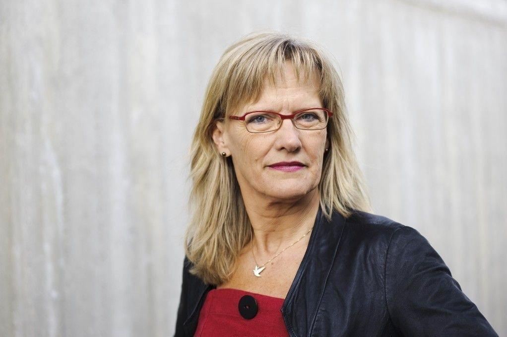 Karin Andersen i SV sier hun ikke har opplevd at regjeringen hindrer partiene på Stortinget å få svar på budsjettspørsmål slik de når gjør.