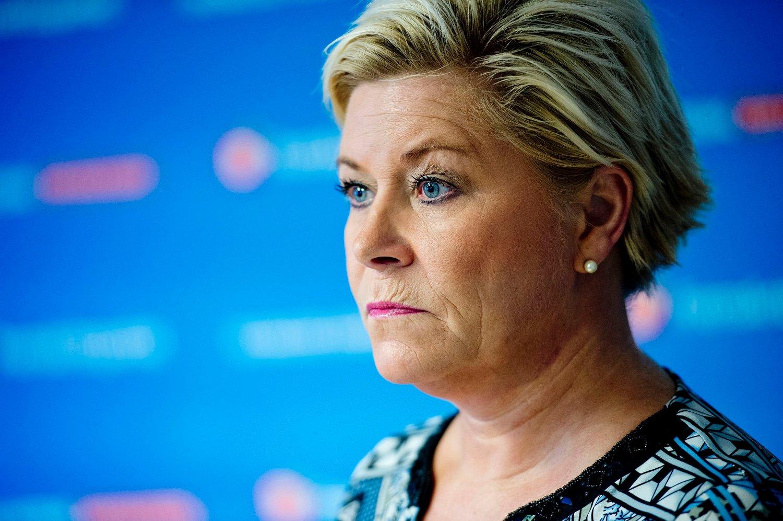 Finansminister og partileder Siv Jensen (Frp) vil kutte i ytelsene til asylsøkere for å finansiere asylstrømmen.