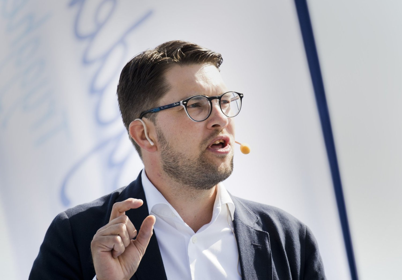 Sverigedemokraternas partileder Jimmie Åkesson tar sterkt avstand fra de mange ildspåsettelsene ved svenske asylmottak.