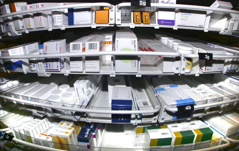 Én av årsakene til medisinmangelen skal være at grossistene sender medisiner som var ment for det norske markedet til andre land for å tjene mer penger. Produsentene får større fortjeneste i andre land fordi det er fastsatte maksimalpriser på legemidler i Norge.