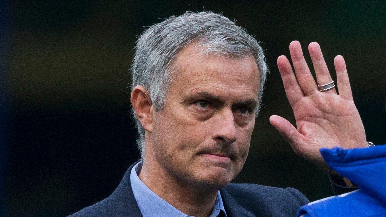 Chelsea-trener Jose Mourinho følges med argusøyne om dagen. Nå får han støtte av Frank Lampard.