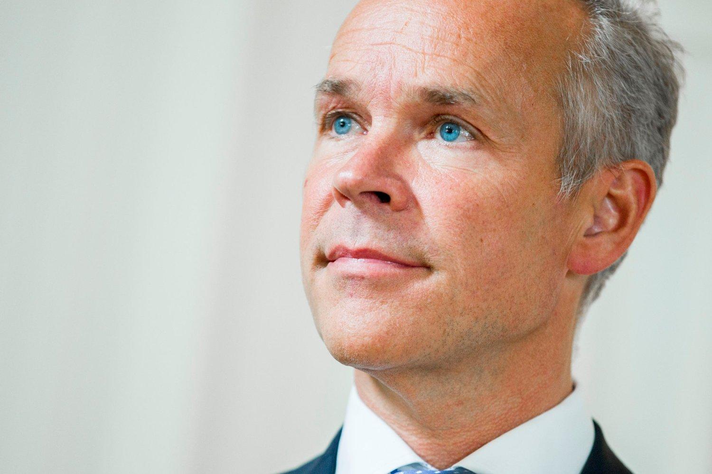 Kommunal- og moderniseringsminister Jan Tore Sanner (H) har hasteinnkalt byggenæringen til møte.