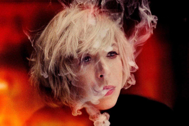 GRANDE DAME FAITHFULL: Bob Dylan kalte Marianne Faithfull en grande dame i sin selvbiografi. I et berømt 2005- intervju i Mojo fortalte hun at Dylan en gang sa til henne: - Du vet, Marianne, folk som oss med rare stemmer, vi må være veldig med hvem som produserer platene våre.