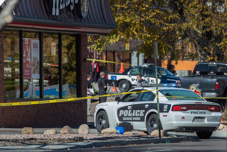 FIRE PERSONER, inkludert den 33 år gamle gjerningsmannen, mistet livet i Colorado Springs lørdag.