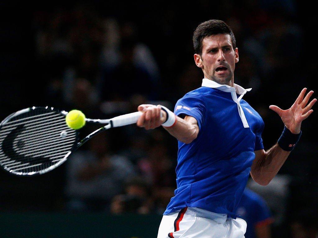 MESTERLIG FORM: Novak Djokovic fortsetter ferden ferden mot en tennishøst uten et eneste tap. Tirsdag tok han seg videre til 3. runde i Paris.