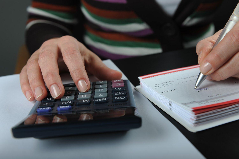 Fem av ti nordmenn sier de ikke takler en uforutsett regning tilsvarende en halv månedslønn uten å måtte låne.