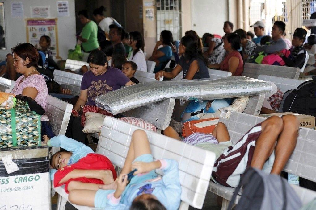 Over 700.000 mennesker måtte evakueres som følge av tyfonen Melors herjinger på Filippinene.