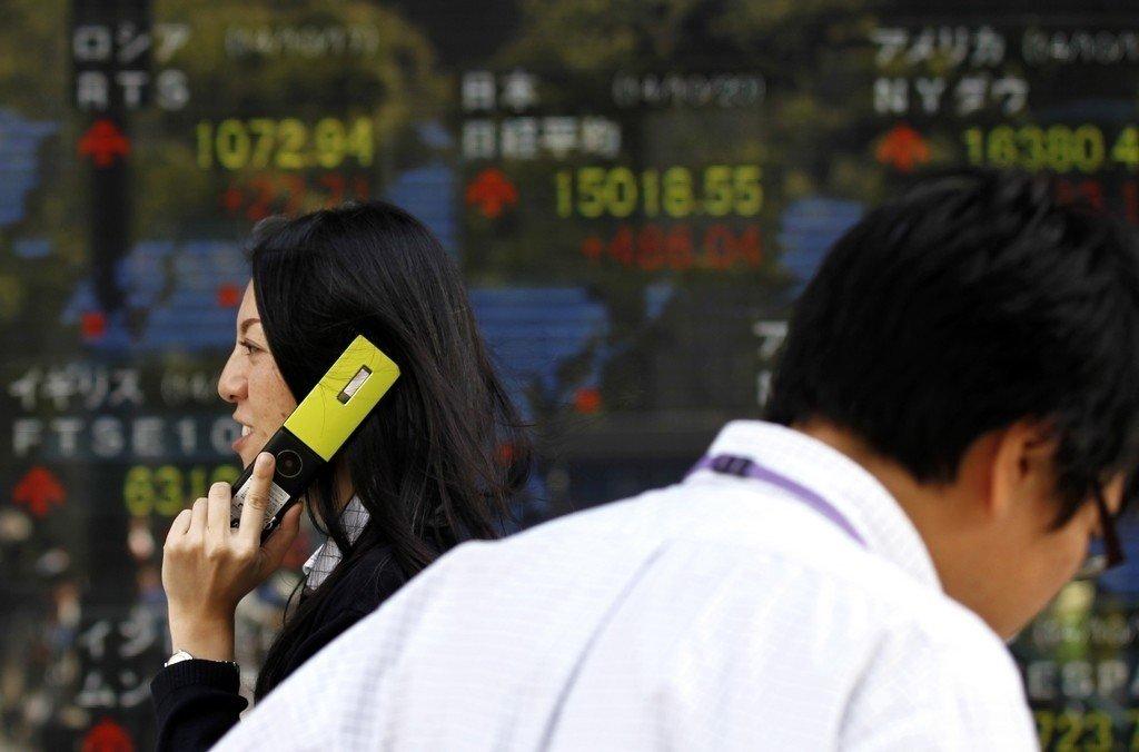 Øst i Asia er børsene stengt og fasit tirsdag ble en oppgang for Seouls KOSPI med 0,27% og en nedgang for Tokyos Nikkei 225 med -1,68%.