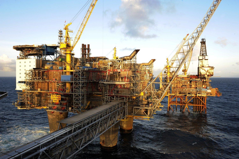 Det er spesielt eksportverdien av råolje som har falt det siste året etter det kraftige fallet i oljeprisene. Her Oseberg feltsenter. Foto: Marit Hommedal / SCANPIX