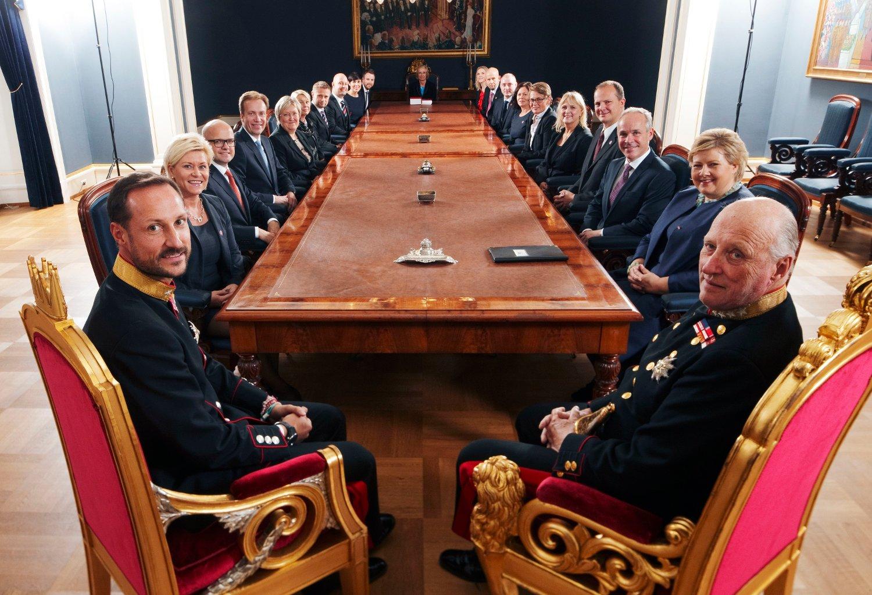 STOKKER OM: Siden Erna Solberg tiltrådte med sin regjering i oktober 2013, har det ikke vært skifte av statsråder. Nå kommer rokeringene.