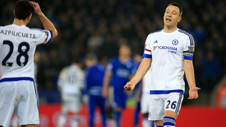 FRUSTRET: Det var en tung kveld på jobben for Chelsea-kaptein John Terry mot Leicester