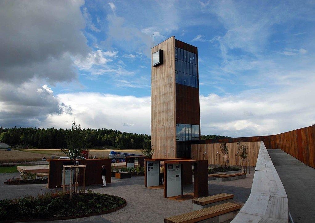 DYR RASTEPLASS: Hvis du kjører E6 gjennom Østfold har du kanskje sett Solbergtårnet rage over motorveien og jordene.