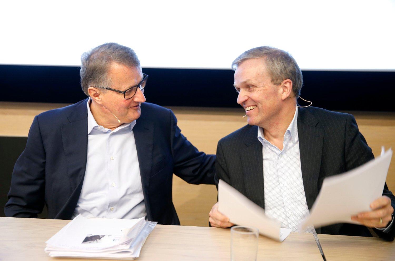 Det var god stemning da DNB-sjef Rune Bjerke (til venstre) og finansdirektør Bjørn Erik Næss la frem årsresultatet for 2015 torsdag morgen.