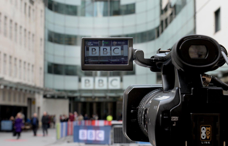 Nye retningslinjer for ansettelser i BBC krever at en av seks skal være homofile, lesbiske, transkjønnede eller funksjonshemmet.