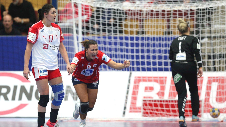 VANT: Nora Mørk jubler etter scoring mot Danmark.