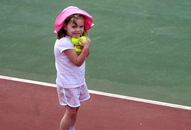 Hele ti år har gått siden den britiske jenta Madeleine McCann forsvant sporløst fra et hotell på feriestedet Algarve i Portugal. Dersom hun fortsatt er i live, fyller hun 14 år til våren
