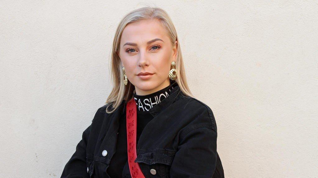JEG MOT MEG: Anja Catrine Venås (23) er en av åtte ungdommer som forteller åpent om sine psykiske utfordringer i NRK-serien «Jeg mot meg».