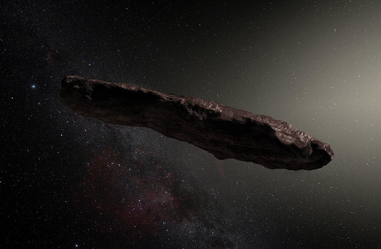 OUMUAMUA er det første objektet vitenskapen kjenner til som har besøkt vårt solsystem, men som med sikkerhet ikke kommer fra vårt solsystem.Slik forestillerDet europeiske sørobservatorium seg at objektet kan se ut. Sjefen forHarvards departement for Astronomi har en helt annen teori.