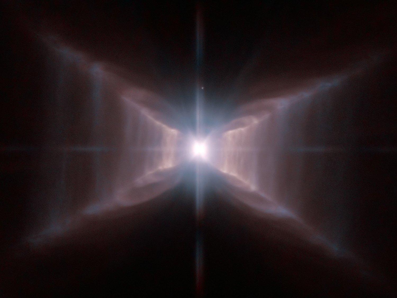 MYSTISK FIRKANT: Denne firkanten har fått astronomer til å klø seg i hodet. Nesten tolv år etter at den ble oppdaget har vitenskapen fremdeles ikke en endelig forklaring på den uvanlige formen.