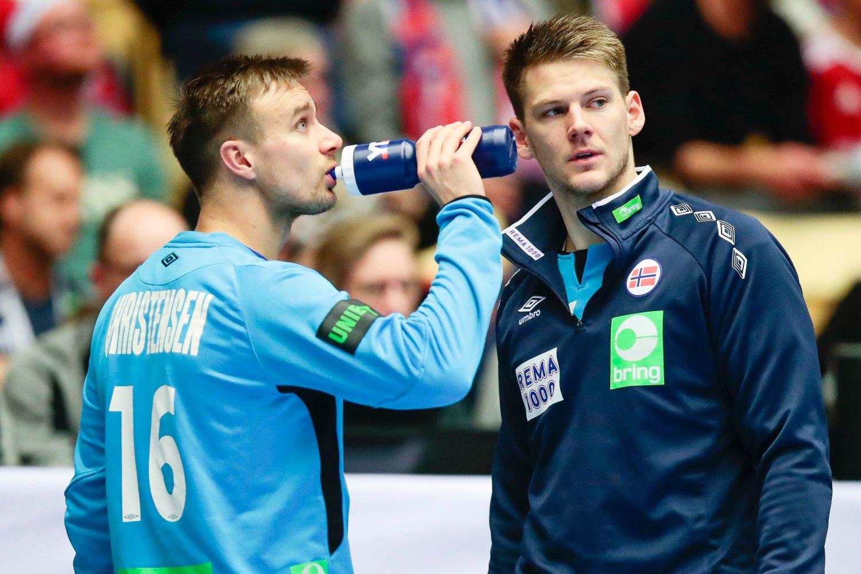 Norges keepere Espen Christensen og Torbjørn Bergerud fikk det ikke til i VM-kampen mot Danmark torsdag, men de får støtte fra keepertrener Steinar Ege. Foto: Lise Åserud / NTB scanpix