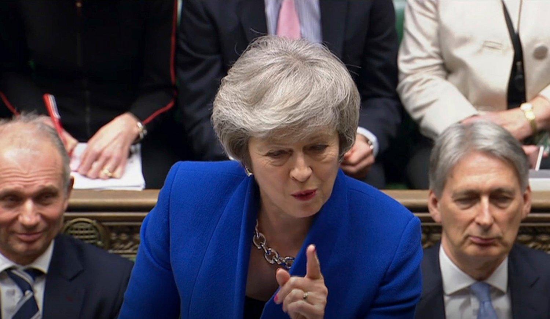 Britiske politikere ber statsminister Theresa May innse at en utsettelse av brexit er det beste alternativet for Storbritannia. Foto: AP / NTB scanpix