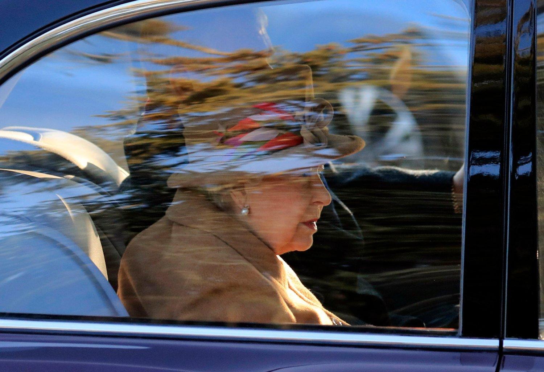 Dersom det oppstår uroligheter når Storbritannia forlater EU, kan dronning Elizabeth og resten av kongefamilien bli ført i sikkerhet utenfor London. Arkivfoto: Gareth Fuller / PA / AP / NTB scanpix