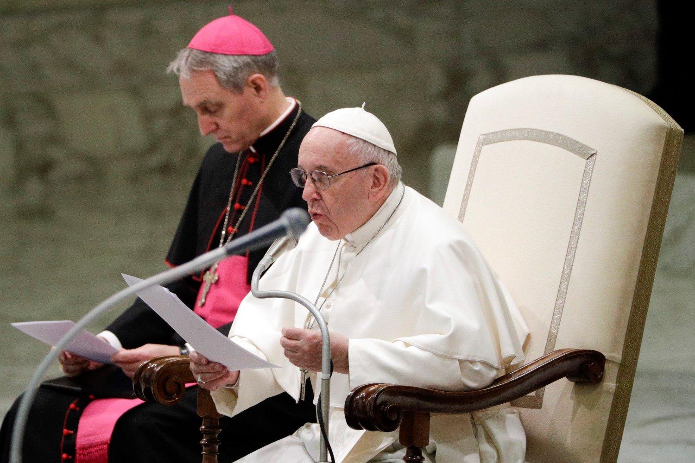Pave Frans sier Vatikanet har arbeidet for å stanse seksuelt misbruk av nonner i lang tid. Foto: AP / NTB scanpix