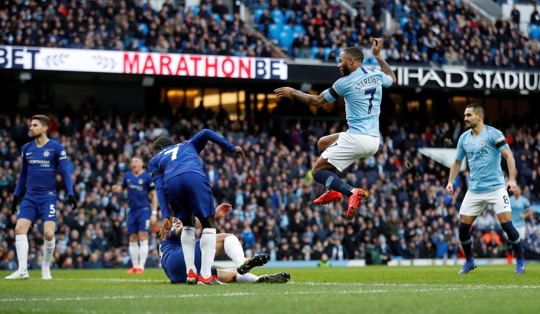 DRØMMESTART: Raheem Sterling ga Manchester City en drømmestart da han sendte hjemmelaget i ledelsen etter tre minutters spill. Forsvarsspillet som ga Sterling muligheten til å score var derimot mer i retning av et mareritt.