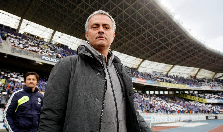 CHELSEA? Trenger Chelsea en ny dose med José Mourinho? Det mener i alle fall Manchester Citys supportere.