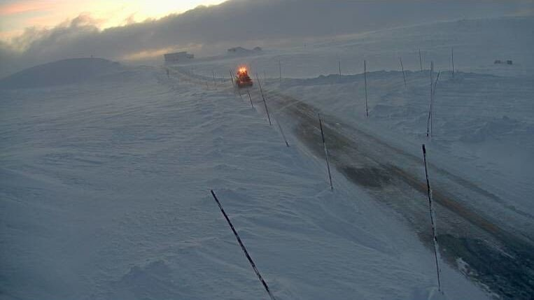 Riksvei 7 over Hardangervidda mandag klokka 08. Statens vegvesen opplyser at det kan bli kolonnekjøringi på kort varsel.