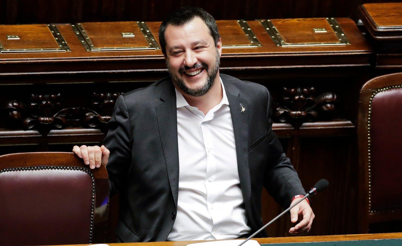 Italias innenriksminister Matteo Salvini kan glede seg over at hans parti vant stort over populistiske Femstjernersbevegelsen i et regionalt valg i Italia som kan gi en pekepinn på utfallet i EU-parlamentsvalget i mai. Foto: AP / Andrew Medichini / NTB scanpix