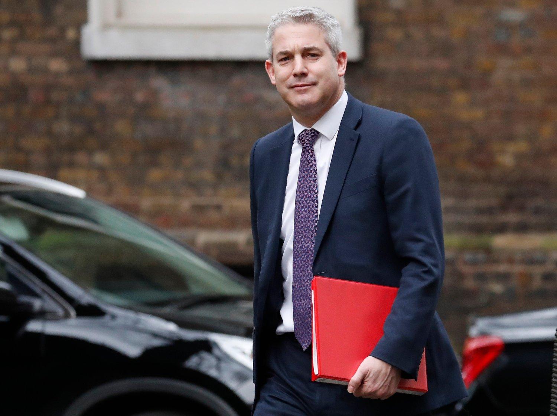 Brexitminister Stephen Barclay skal mandag møte EUs sjefforhandler Michel Barnier for nye samtaler. Dersom Storbritannia forlater EU uten en avtale kan det få konsekvenser for flere hundre tusen jobber verden over, ifølge en ny studie. Foto: AP / Frank Augstein / NTB scanpix