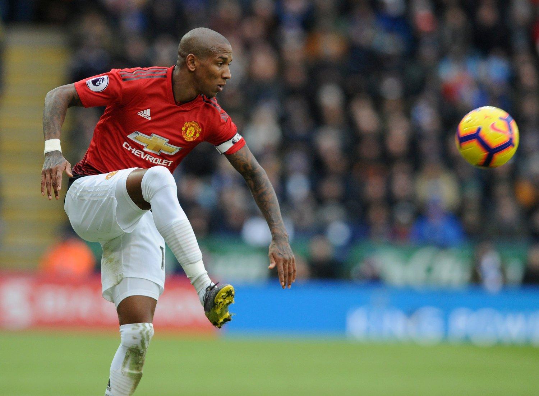 Ashley Young fikk mandag ny kontrakt i Manchester United. Foto: Rui Vieira / AP / NTB scanpix