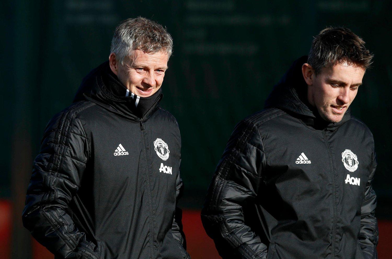 STRÅLER: Ole Gunnar Solskjær nyter dagene i jobben som midlertidig manager for Manchester United. I serien har det blitt åtte seire på ni kamper for nordmannen.