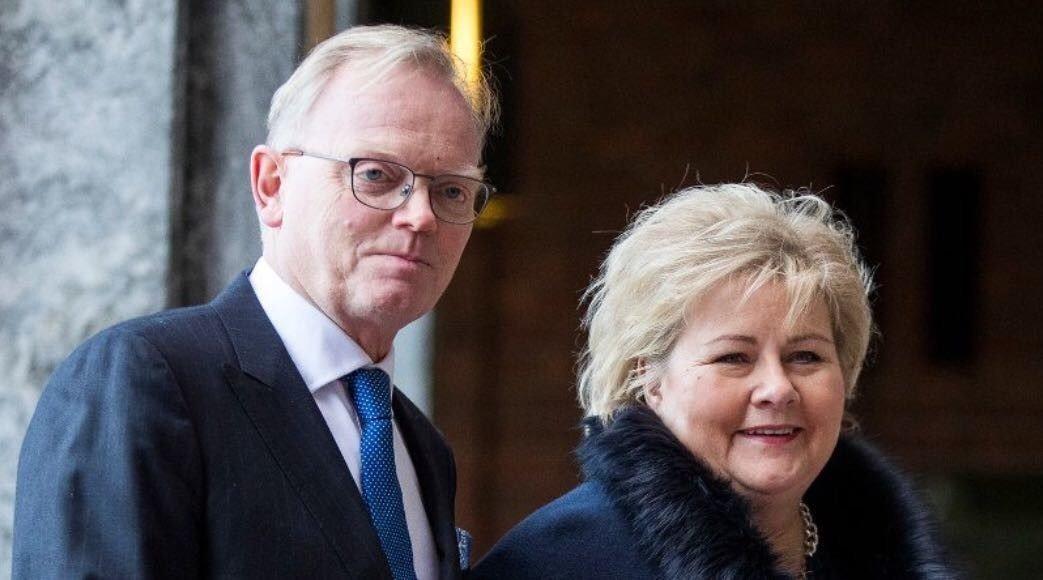 KREFT: Statsminister Erna Solbergs ektemann, Sindre Finnes, har fått kreft. Her er paret avbildet idet de ankom fredsprisutdelingen i Oslo Rådhus i desember i fjor.