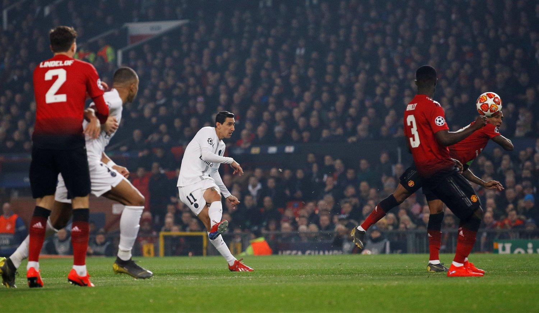FIKK GJENNNOMGÅ: Manchester United-supporterne buet på Angel Di Maria da han gjestet sin gamle hjemmebane tirsdag kveld.